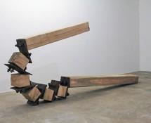 Corcpo articulado que curva pela forca.20 17. madeira e ferro. 450 x 155 x 23 cm